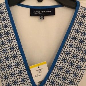 Jones New York Tops - White 3/4 sleeve top with blue embroidery